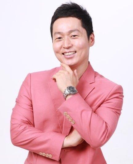프로야구 응원단장에서 MC로 변신한 박홍구 씨. [사진 이상원]