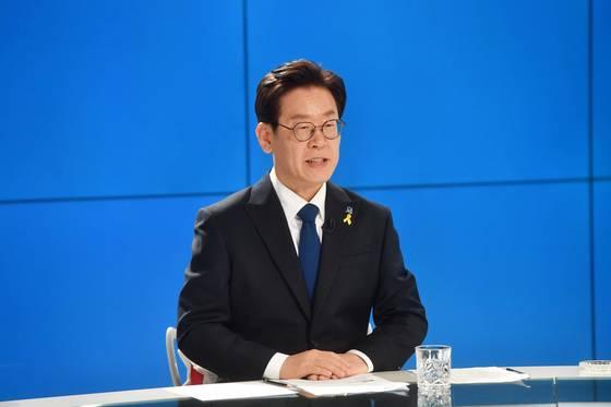 더불어민주당 이재명 경기지사 후보가 지난달 17일 서울 SBS 목동 스튜디오에서 진행된 민주당 경기지사 후보 경선 TV토론회에서 발언하고 있다. [중앙포토]