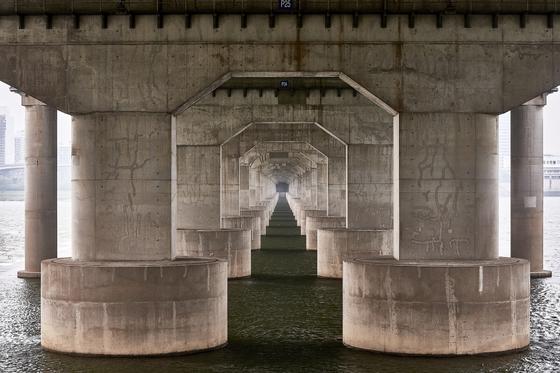 마누엘 알바레즈는 서울 한강의 다리를 보고 유럽의 성당을 떠올렸다고 한다. [사진 마누엘 알바레즈]