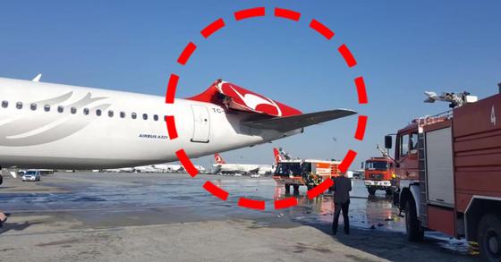 13일(현지시간) 오후 5시 30분 아시아나항공 여객기와 터키항공 여객기 추돌사고로 승객들이 큰 불편을 겪었다. 사진은 사고 부위인 터키항공 꼬리 부분. [연합뉴스]