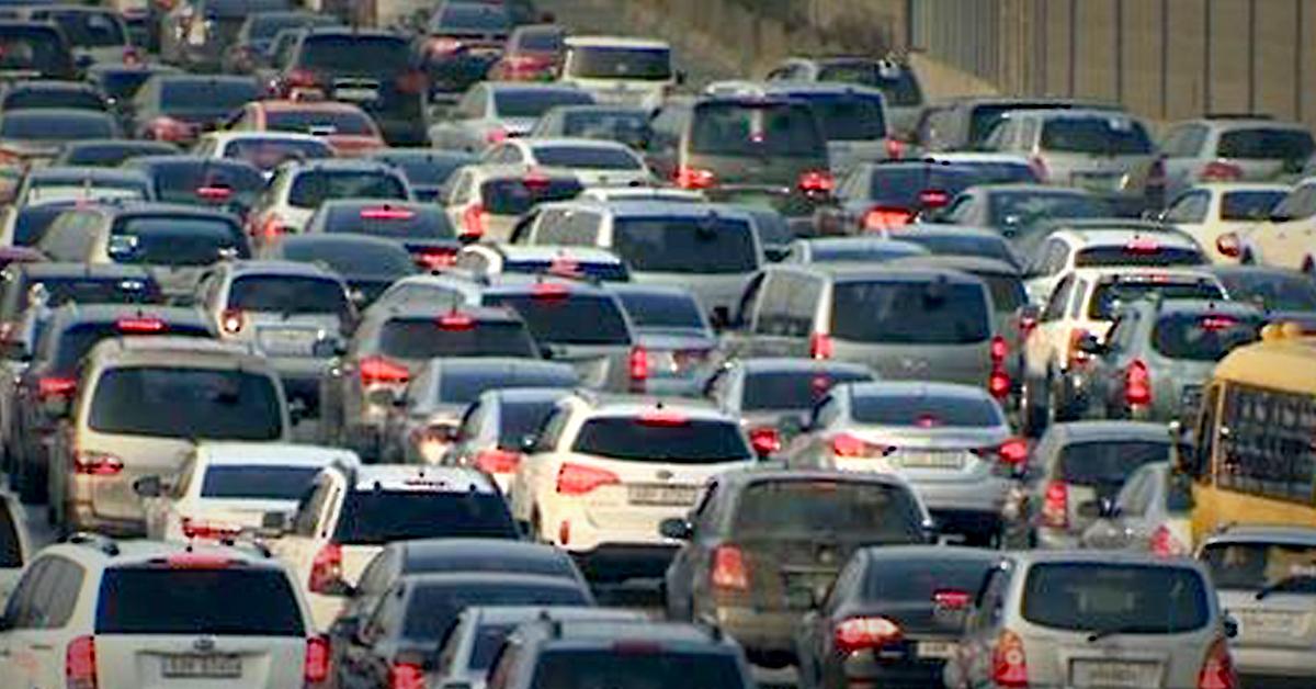 전국의 승용차 통행량이 크게 늘어나면서 정체 구간도 증가했다. [연합뉴스]