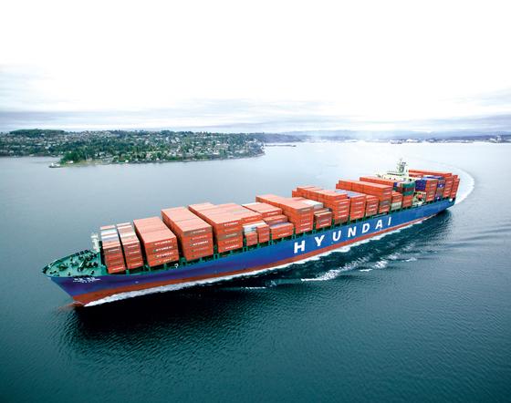 현대상선 컨테이너선이 세계 최대 해운 동맹인 'G6'의 서비스 항로인 아시아-구주 노선을 항해하고 있다. [사진 현대상선]