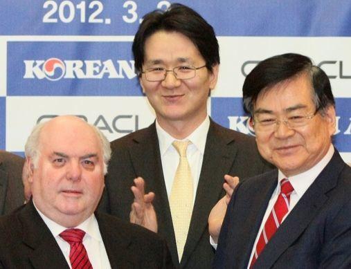 조양호(사진 오른쪽) 한진그룹 회장, 가운데는 조원태 대한항공 사장. [중앙포토]
