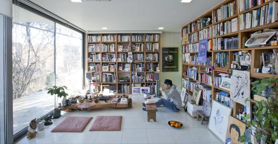 파주 헤이리 모티프원, 수만 권의 서재에 둘러싸여 쉼을 누릴 수 있는 공간이다. 드라마 '그녀는 예뻤다'를 여기서 촬영했다. [중앙포토]