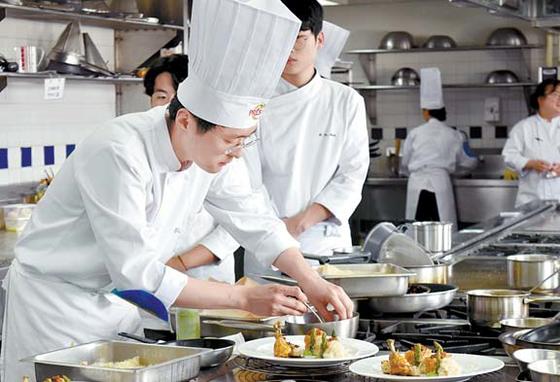 이순환씨는 '제11회 아시아 에스코피에 주니어 요리대회 한국 대표 선발전'에서 2위를 차지했다. [사진 르 꼬르동 블루-숙명 아카데미]