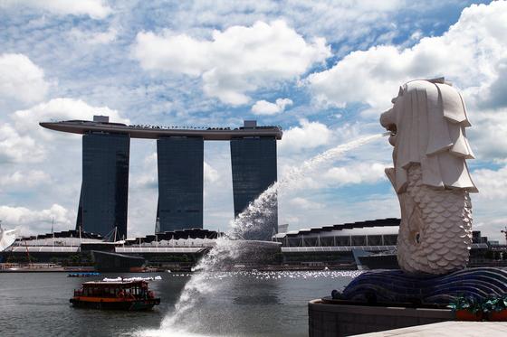 싱가포르 상징인 멀라이언상이 있는 마리나 베이 샌즈의 풍경. [사진 싱가포르항공]