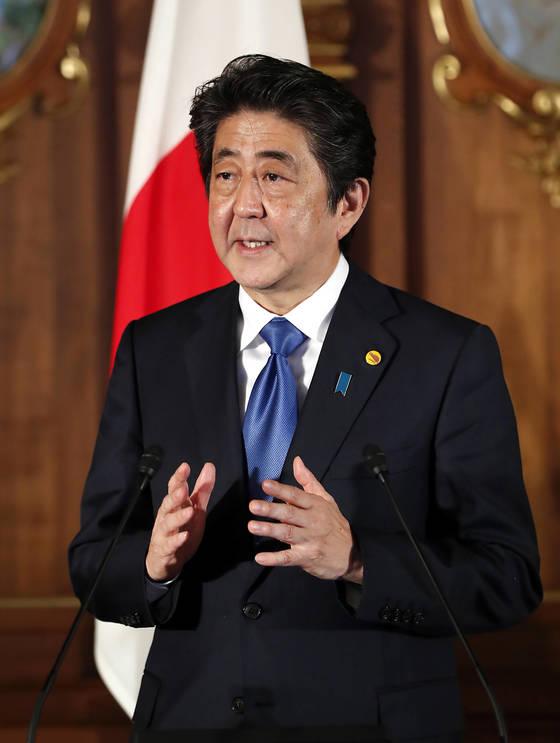 아베 신조 일본 총리가 9일 오전 일본 도쿄 영빈관 '카초노마'에서 제7차 한·일·중 정상회의 공동언론문 발표를 하고 있다. [청와대사진기자단]