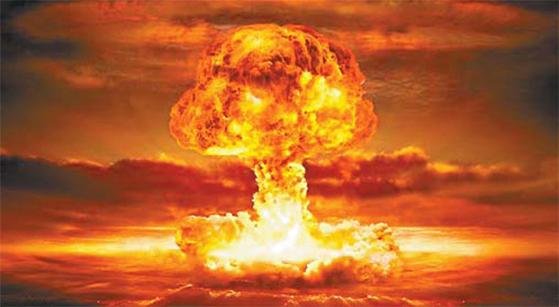 핵폭탄이 터진 뒤 검붉은 버섯구름이 솟아오르는 모습. [중앙포토]