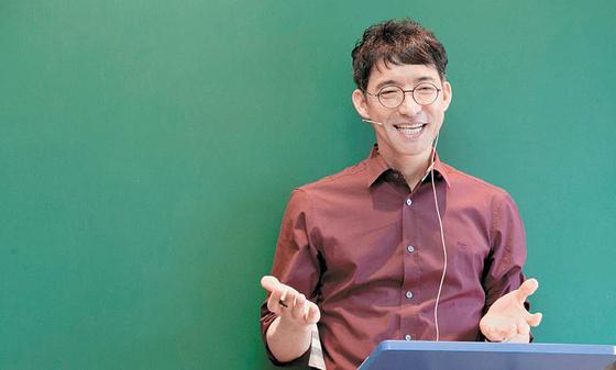 오현 DYB교육 대표는 영어 단어를 한국어로 바꾸지 않고 그대로 받아들여야 한다고 말한다. [사진 DYB교육]