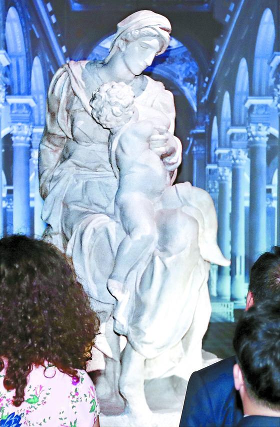한국 처음 온 미켈란젤로의 마돈나