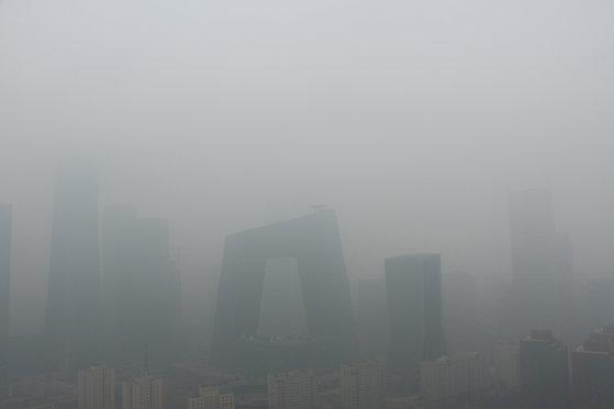 지난달 2일 황사 청색경보가 내려진 중국 베이징 시내 모습. [로이터=연합뉴스]