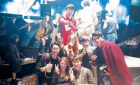 크리스마스 파티에 참가한 암웨이 사업자들. [사진 한국암웨이]