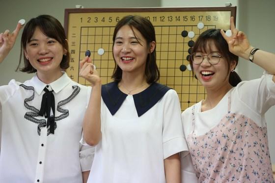 한국이 세계 여자바둑 단체대회인 천태산배에서 2회 연속 우승했다. 우승의 주역인 김채영 4단, 오유진 5단, 최정 9단(왼쪽부터). [오종택 기자]