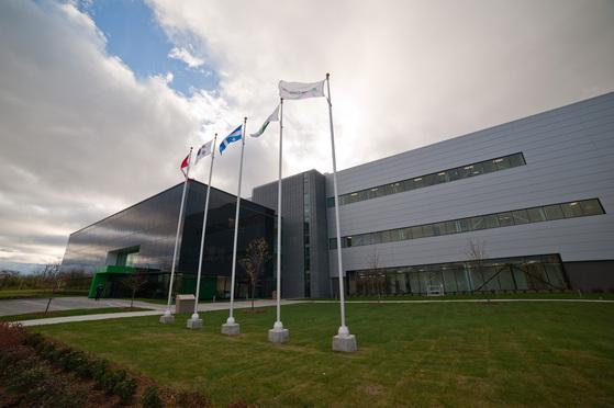 지난해 연말 문을 연 녹십자의 캐나다 혈액제제 공장. [사진 각 사]