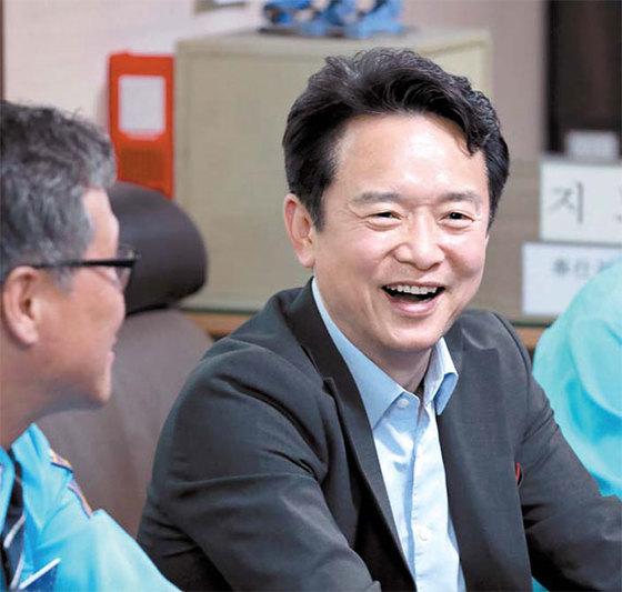남경필 자유한국당 후보가 안산 택시 모범운전자 간담회(16일)에 참석한 모습. [사진 각 후보 캠프]