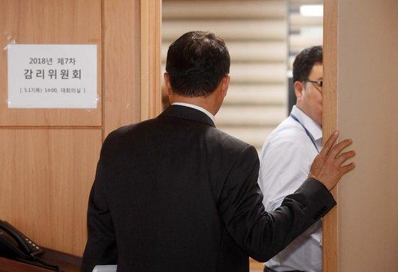 금융위 는 17일 정부서울청사에서 감리위원회를 열고 삼성바이오로직스의 회계 규정 위반 혐의를 논의했다. [우상조 기자]