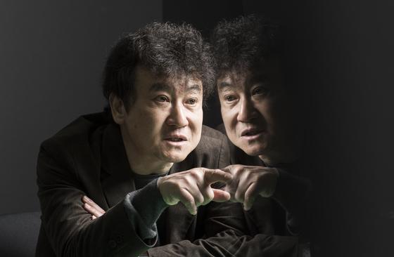 소설가 김진명. 권혁재 사진전문기자