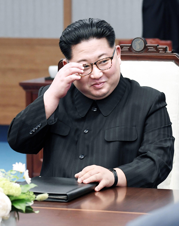 도널드 트럼프 미국 대통령과 북·미 정상회담을 앞두고 있는 김정은 북한 국무위원장. 사진은 지난달 27일 열린 2018 남북 정상회담 당시 판문점 평화의집 2층 회담장에서의 모습이다. [청와대사진기자단]