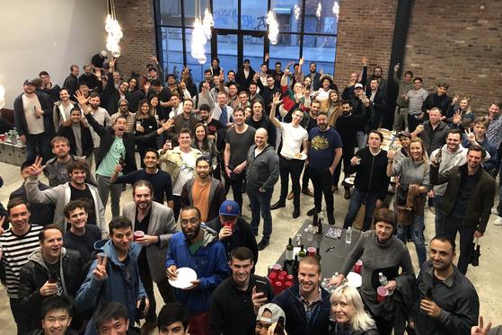 지난 11일부터 이틀간 뉴욕 블록체인 위크 행사로 열린 '이더리움 서밋'에 참석한 사람들이 뒷풀이를 하고 있다. [사진=blog.foam.space]