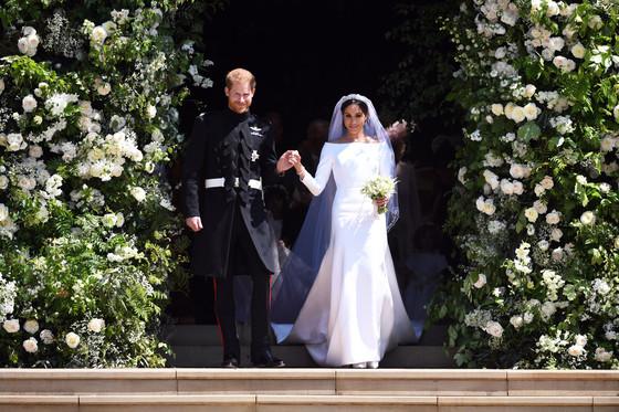 19일 결혼식을 올린 영국 해리 왕자와 메건 마클. 마클은 지방시의 전통적인 웨딩 드레스를 선택했다. [사진 연합뉴스]