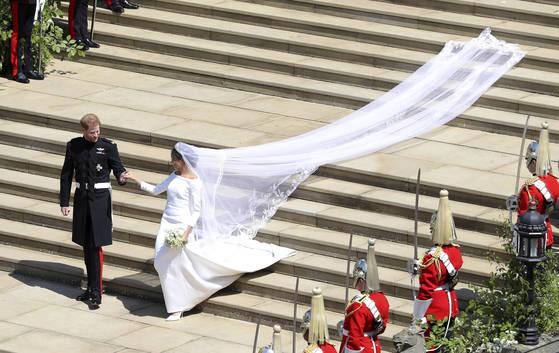 해리 왕자와 메건 마클의 결혼식이 19일(현지시간) 윈저성 왕실 예배당인 세인트 조지 교회에서 열렸다. [AP=연합뉴스]