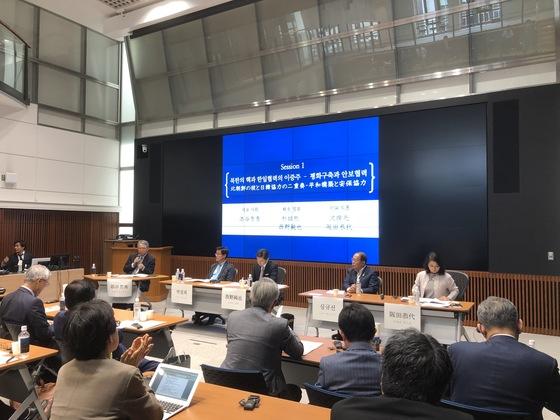 19일 도쿄 게이오대 미타 캠퍼스에서 열린 세미나 '새로운 국면을 맞이한 한일협력'에서 북한 핵 문제와 한일 안보협력 방안을 놓고 참석자들이 토론을 하고 있다. 서승욱 특파원