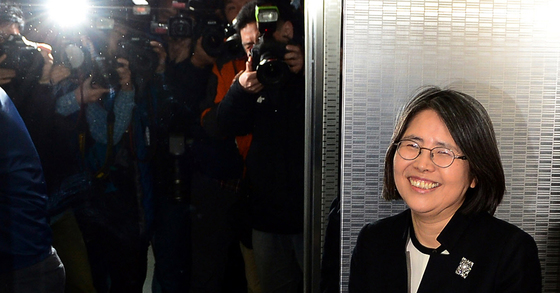 2015년 3월 국회 본회의에서 김영란법(청탁금지법)이 통과된 뒤 입장 발표를 마친 김영란 당시 서강대 석좌교수의 모습 [사진 한국사진기자협회]