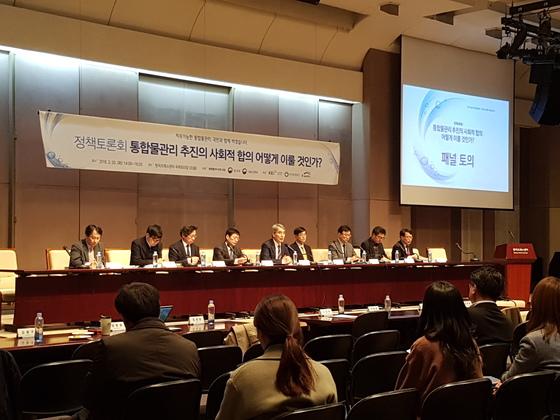 지난 3월 한국프레스센터에서 열린 통합 물관리 포럼 토론회. [중앙포토]