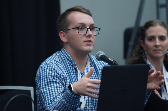 """'스튜던트 보이스'의 커뮤니케이션 디렉터인 이안 쿤(Ian Coon)은 미국 아이오와주 지역의 교육 혁신을 위한 단체 '아이오와 SLI(Iowa Student Learning Institute)'를 설립하기도 했다. 아이오와 SLI는 """"우리는 학생들이 가만히 책상에 앉아 교육을 받는 것 이상의 것을 할 수 있다고 믿는다""""고 말한다."""