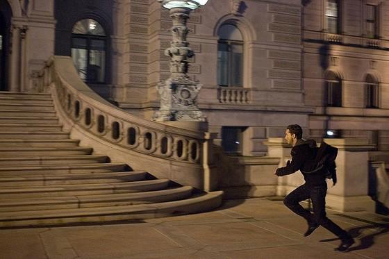 영화 '이글 아이'는 미국 전역의 네트워크에 접속해 사람들을 감시하는 컴퓨터에 의해 거대한 음모가 진행되는 이야기다.