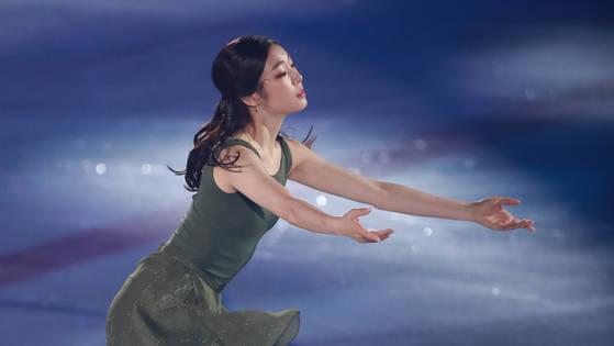 피날레 공연을 펼치는 김연아