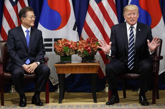 문재인 대통령과 도널드 트럼프 미국 대통령의 2017년 9월 21일 뉴욕 유엔총회 정상회담.[AP=연합뉴스]