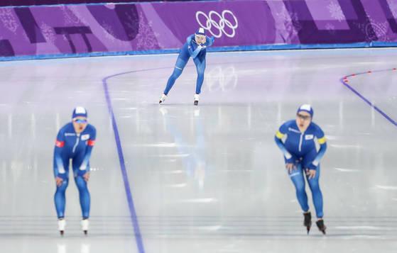 평창 올림픽 여자 팀 추월 준준결승에서 노선영이 뒤처져 들어오는 모습. [연합뉴스]