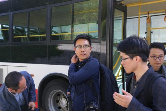 북한 풍계리 핵실험장 폐기 절차를 취재할 남측 공동취재단이 23일 원산 갈마비행장에 도착했다고 중국 신화통신이 보도했다. [신화통신 트위터 캡처]