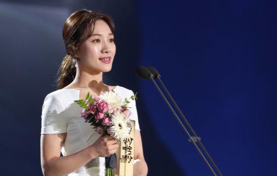 이달 초 백상예술대상에서 '박열'로 영화부문 여자신인연기상을 받은 최희서. [일간스포츠]