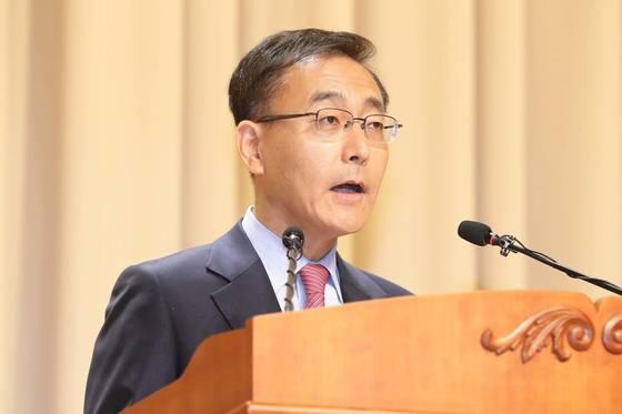 지난해 5월 김수남 전 검찰총장은 강원랜드 수사단이 대리 작성한 고발장이 접수된 이후 피의자로 전환됐다. [연합뉴스]