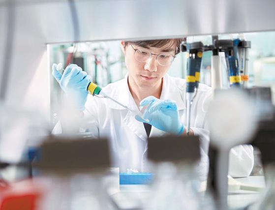 한미약품은 한국 최초의 개량신약·복합신약·혁신신약이라는 새로운 방향을 제시하며 한국형 R&D를 통해 제약산업의 트렌드를 주도해 왔다. [사진 한미약품]