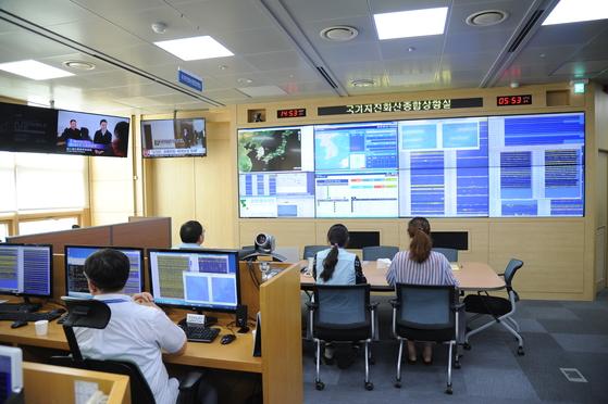 24일 오후 3시 풍계리 핵실험장 폐쇄 관련 국가지진화산종합상황실 집중감시 모습