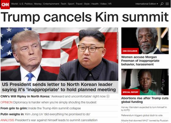 '트럼프가 김정은과의 회담을 취소했다'는 제목의 24일 CNN 톱 기사.
