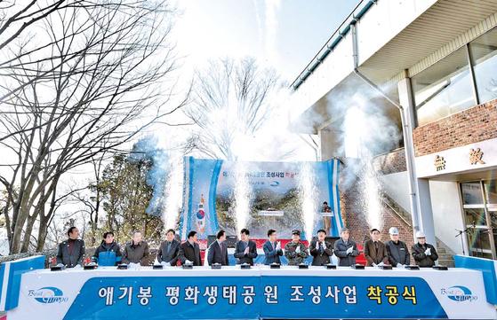 김포시는 한강하구를 북한과 공유하고 있는 지리적 특성으로 평화통일을 준비하는 거점도시다. 지난해 11월부터 애기봉 평화생 태공원 조성 사업을 시작해 전망대·교육관·전시관·평화광장 등을 갖춘 평화안보 관광지로 거듭날 전망이다. [사진 김포시]