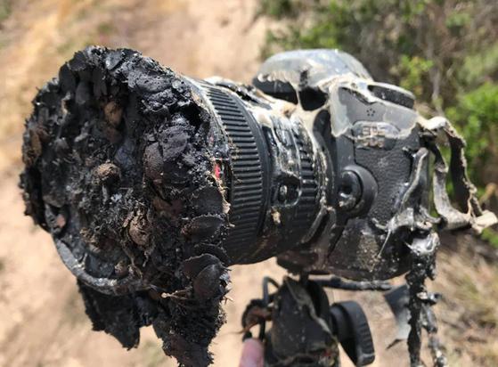 잉갈스 NASA 사진가는 지난 22일(현지시간) 미국 캘리포니아주 밴든버그 공군기지에서 스페이스X 팰컨9 로켓 발사 장면을 촬영했다. 사진은 발사 당시 불에 탄 카메라. [사진 NASA 잉갈스]