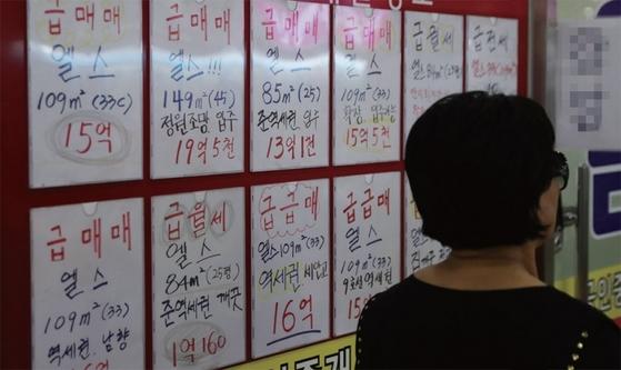 4월부터 서울과 조정대상지역에서 집을 팔 때 다주택자는 양도소득세가 중과세되고 있다. 이 영향으로 최근 서울 등 일부 지역에선 급매물이 나오고 있다. [연합뉴스]