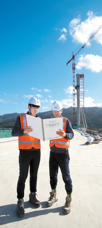 한국도로공사는 건설 현장의 체불을 근절하기 위해 2016년 하도급 대금지급 시스템을 도입했다. 지난해에는 신규 발주하는 모든 공사로 확대했다. 사진은 고속도로 건설 현장 모습. [사진 한국도로공사]