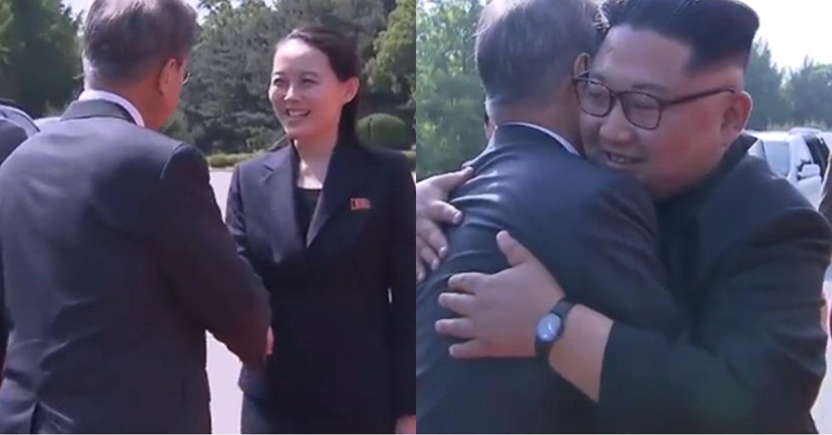 26일 문 대통령과 인사하는 김여정(왼쪽)과 김정은. [중앙포토]