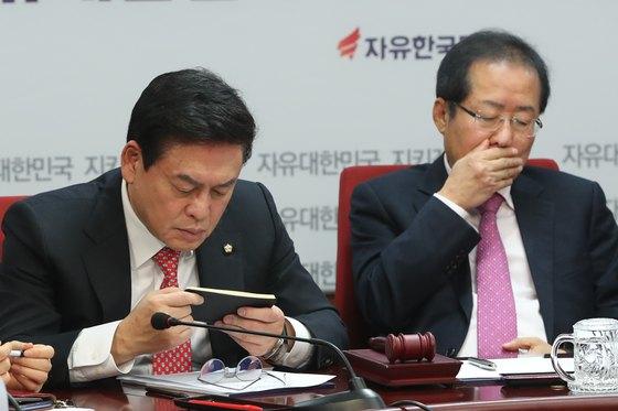홍준표 자유한국당 대표와 정우택 원내대표 [뉴스1]