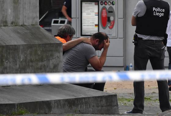 벨기에 동부도시 리에주에서 한 남성이 여성경찰관의 총을 빼앗아 총격을 가해 경찰관 2명과 시민 1명을 숨지게 하는 테러가 발생했다. [AP=연합뉴스]