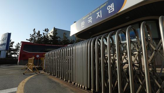 31일 폐쇄하는 한국GM 군산공장 정문. [중앙포토]