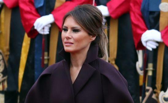 지난해 11월 한국을 방문한 도널드 트럼프 미국 대통령 부인 멜라니아 여사가 청와대에서 열린 공식환영식에서 의장대를 사열하고 있다. [연합뉴스]