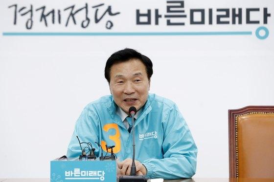 손학규 바른미래당 상임 선거대책위원장이 3일 서울 여의도 국회에서 기자간담회를 열고 있다. [뉴스1]