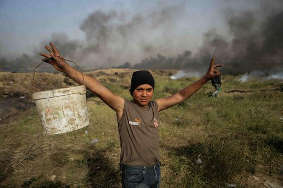 시위에 참여했다 목숨을 잃은 아흐메드 마디(23)의 조카 후세인 마디(15)가 죽기 하루 전 모습. [사진 MME 캡처]